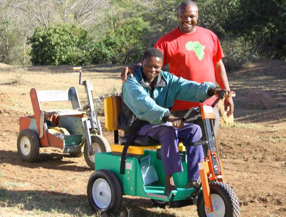 New-Style Mobility Cart Given on Roadside